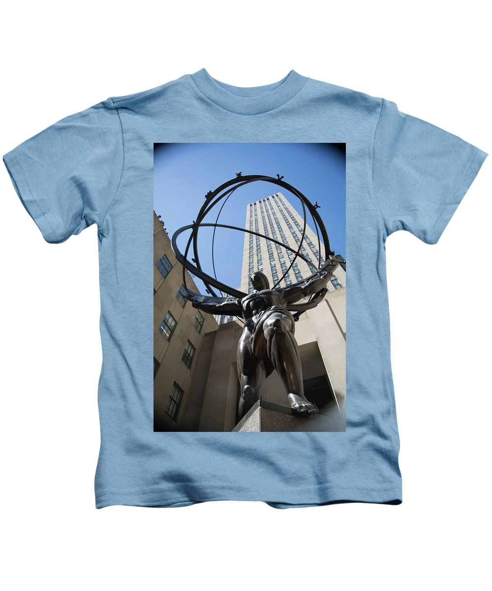 Kids T-Shirt featuring the photograph Rockefeller by Cristhian Nogueira