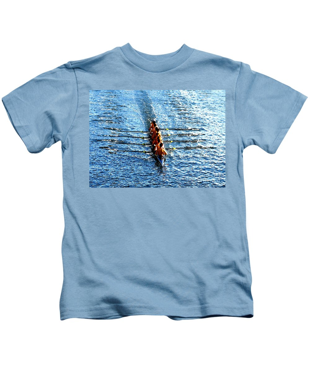 Rowing Kids T-Shirt featuring the photograph Rowing In by David Lee Thompson