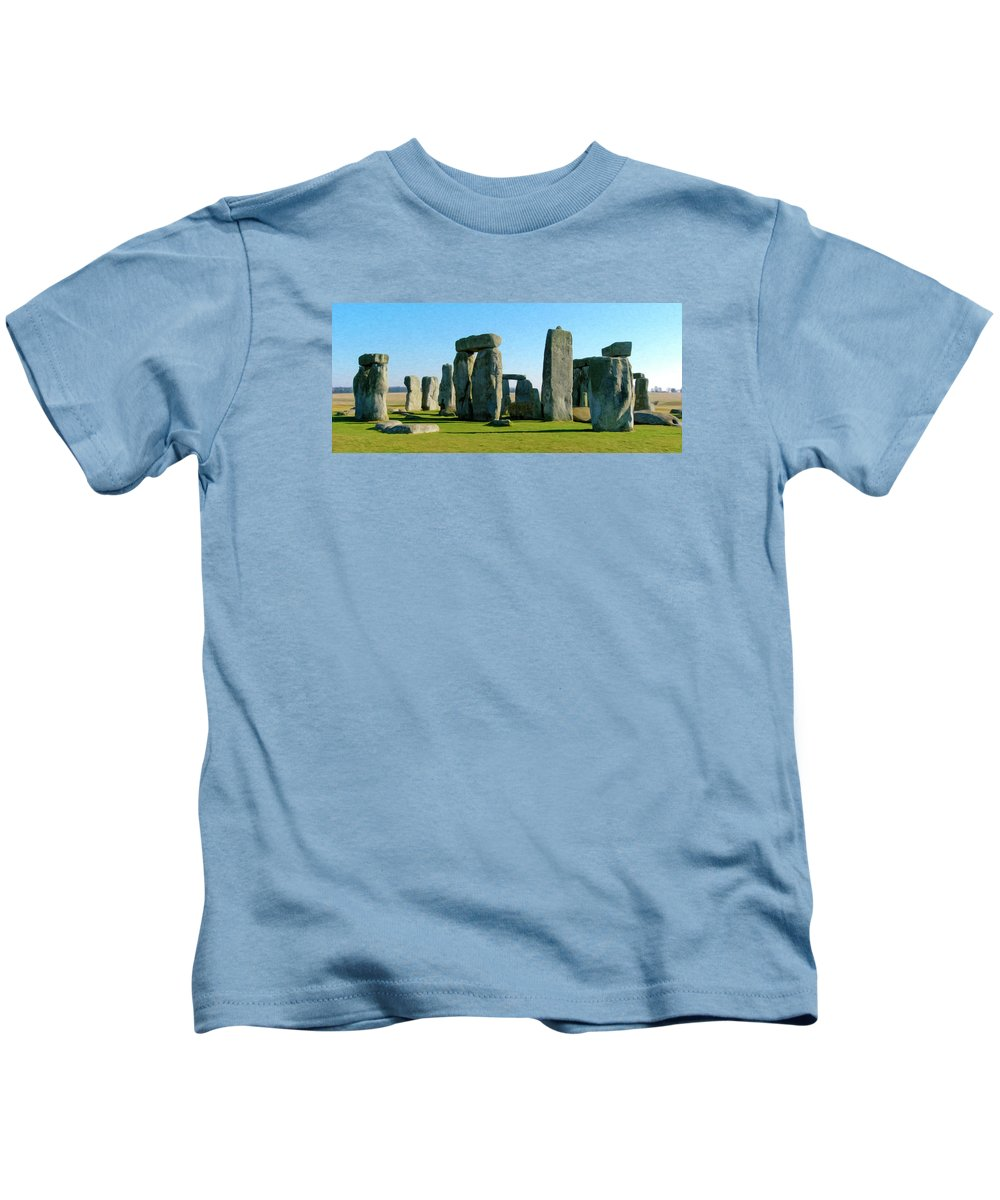 England Kids T-Shirt featuring the photograph Stonehenge by Alan Toepfer