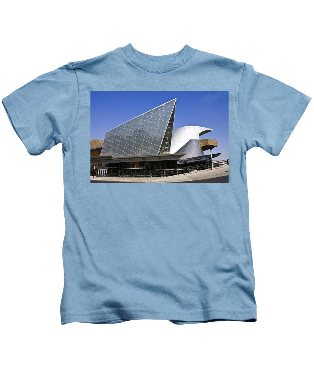 Roanoke Kids T-Shirt featuring the photograph Taubman Museum Of Art Roanoke Virginia by Teresa Mucha
