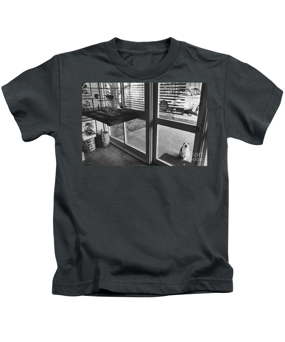 House Cat Kids T-Shirt featuring the photograph Cat Crying by Lynn Lennon