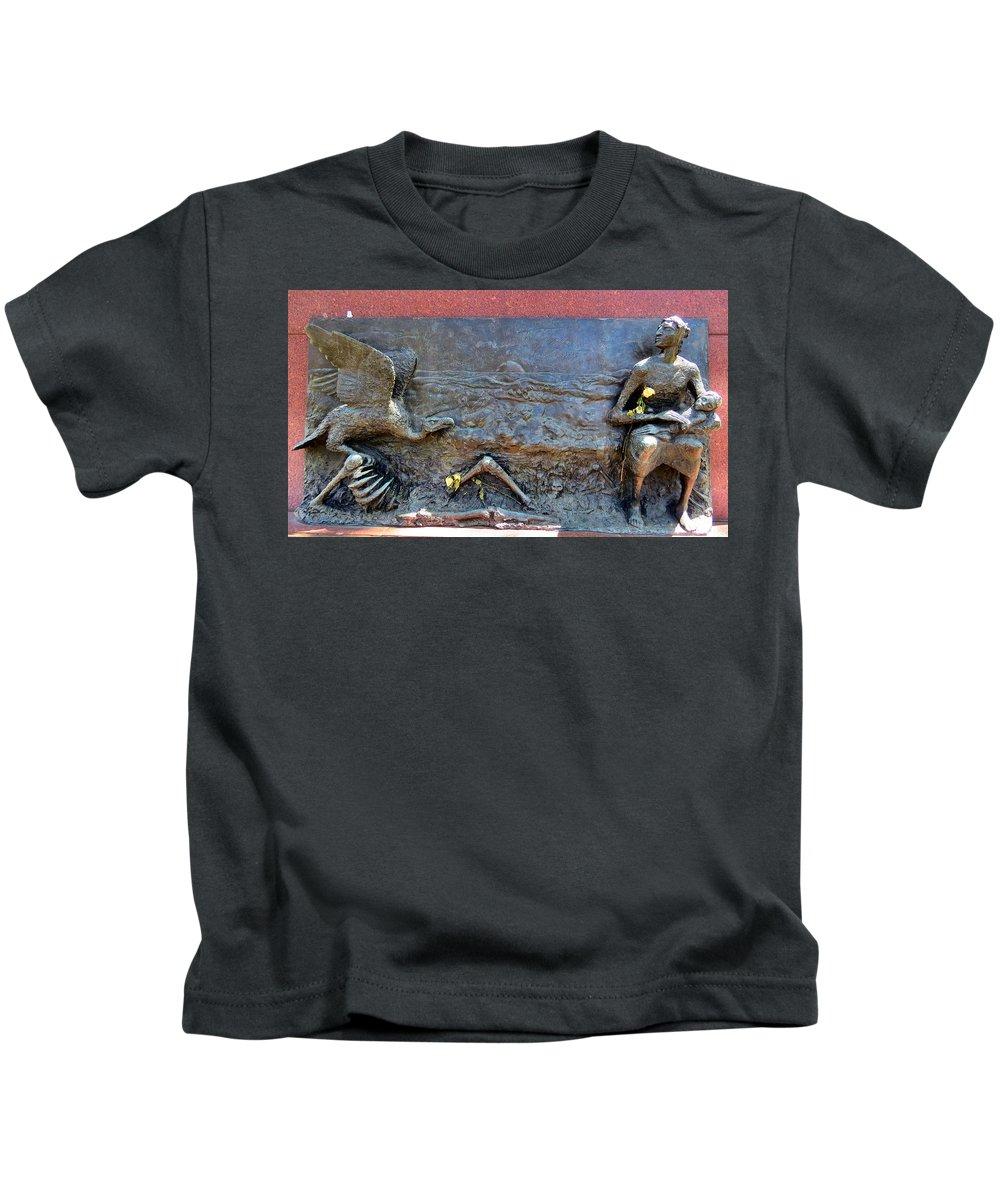 Philadelphia Kids T-Shirt featuring the photograph Vulture by Art Dingo