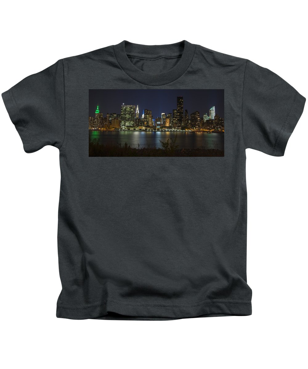 Gantry Plaza State Park Kids T-Shirt featuring the photograph View From Gantry Plaza State Park by Theodore Jones