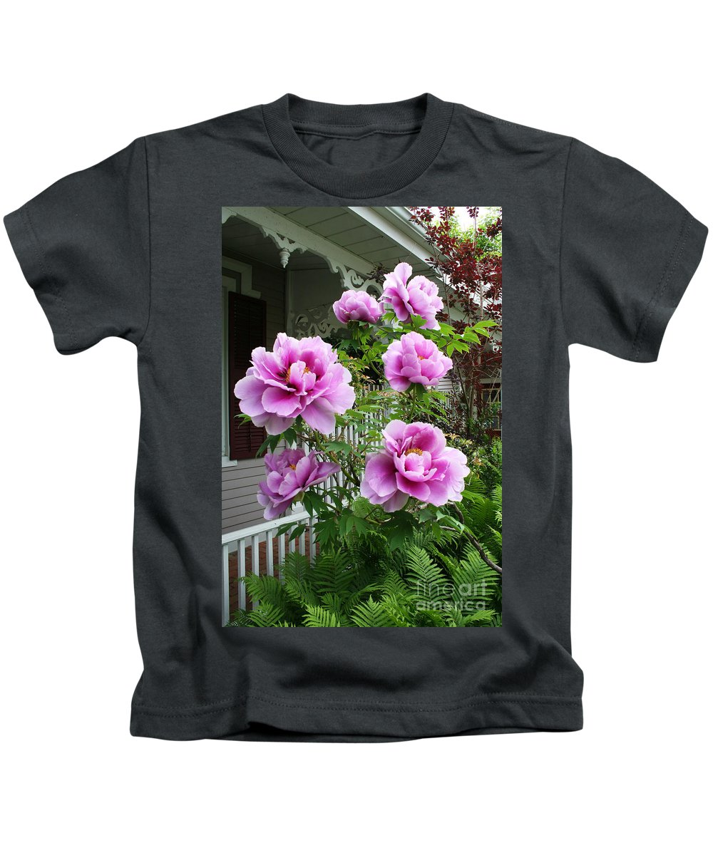 Flowers Kids T-Shirt featuring the photograph An Inviting Welcome by Barbara McMahon