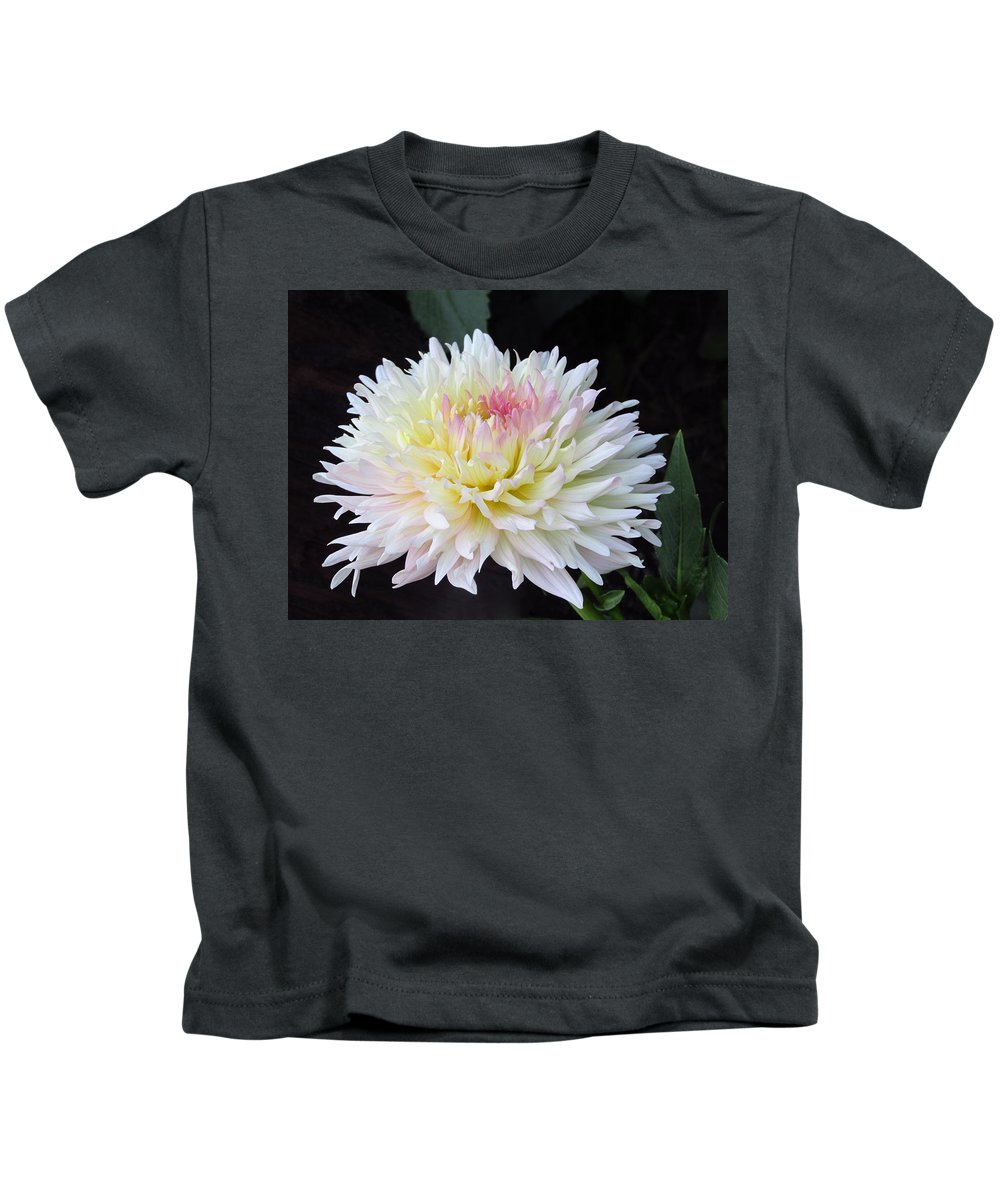 Floral Kids T-Shirt featuring the photograph Beautiful Dahlia by Tammy Garner