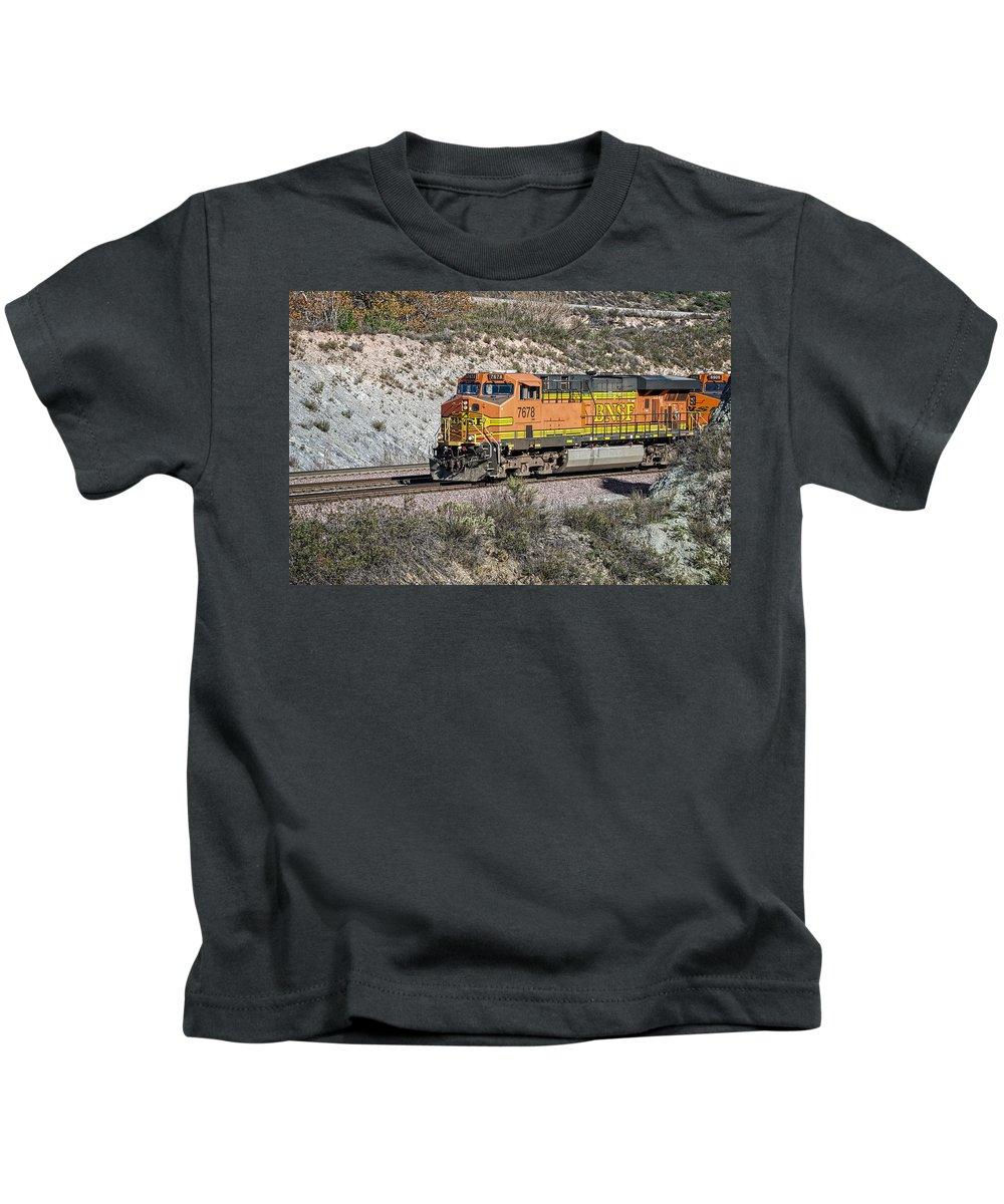 Bnsf Kids T-Shirt featuring the photograph Bn 7678 by Jim Thompson