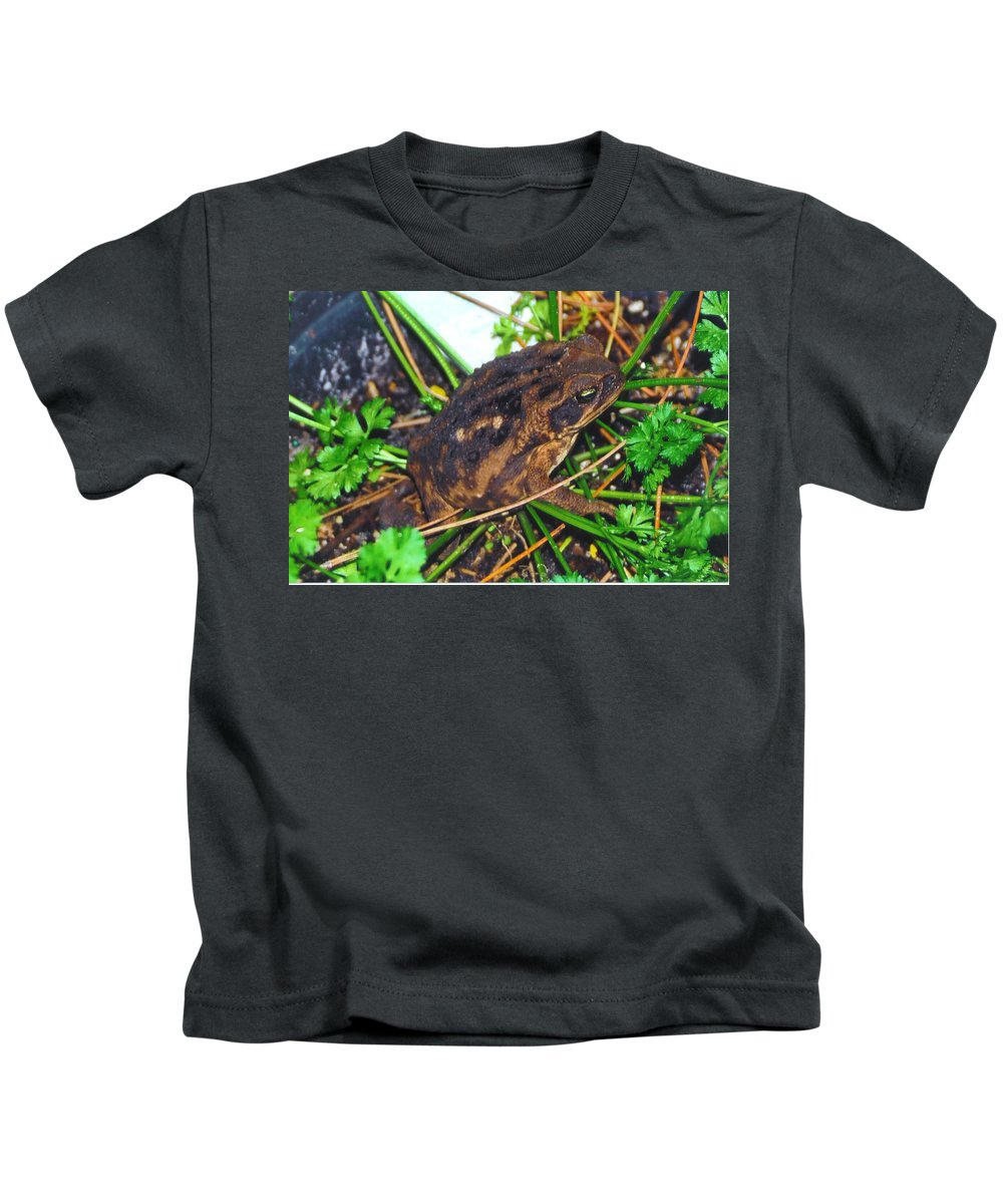 Hiding In The Parsley Kids T-Shirt featuring the photograph Bufo Toad by Robert Floyd