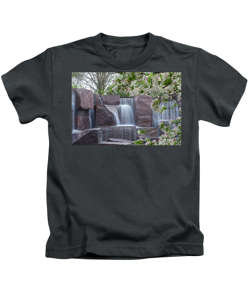 Memorial Kids T-Shirt featuring the photograph Cascading Waters At The Roosevelt Memorial by Leah Palmer