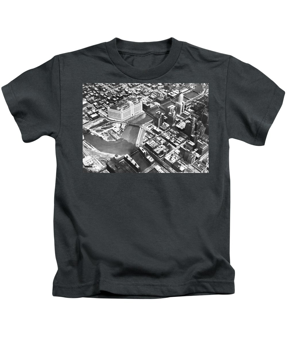 1920's Kids T-Shirt featuring the photograph Chicago Merchandise Mart by Underwood Archives