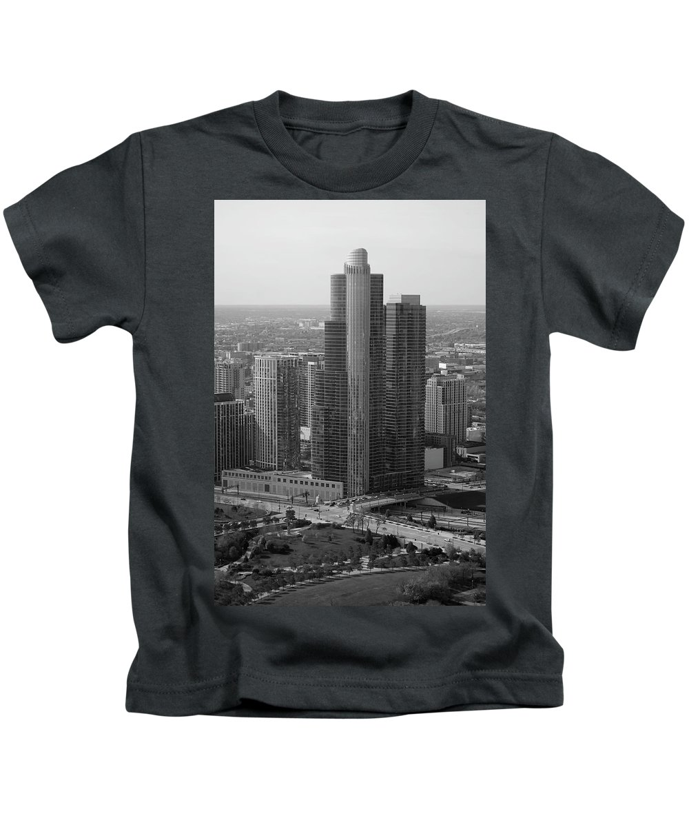 Black And White Kids T-Shirt featuring the photograph Chicago Modern Skyscraper Black And White by Thomas Woolworth