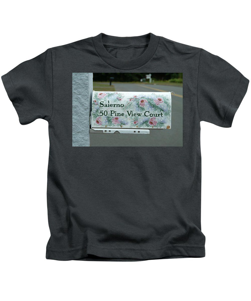 Country Kids T-Shirt featuring the photograph Countryside Mailbox #22 by Robert DeFosses
