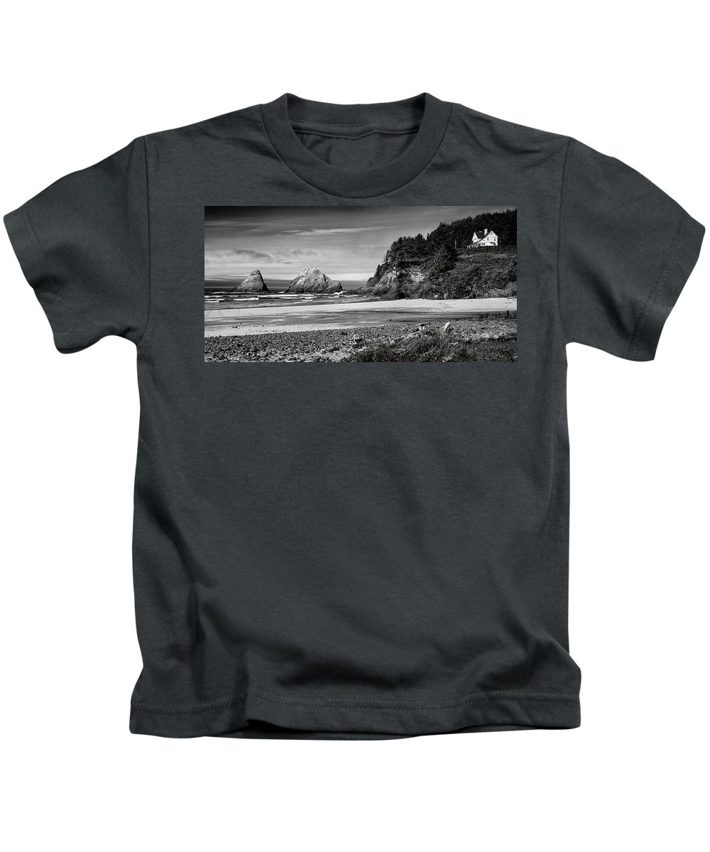 Black & White Kids T-Shirt featuring the photograph Devil's Elbow Beach by Peter Tellone