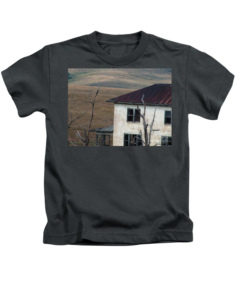 Haunted House Kids T-Shirt featuring the photograph Haunted by Marilyn Smith