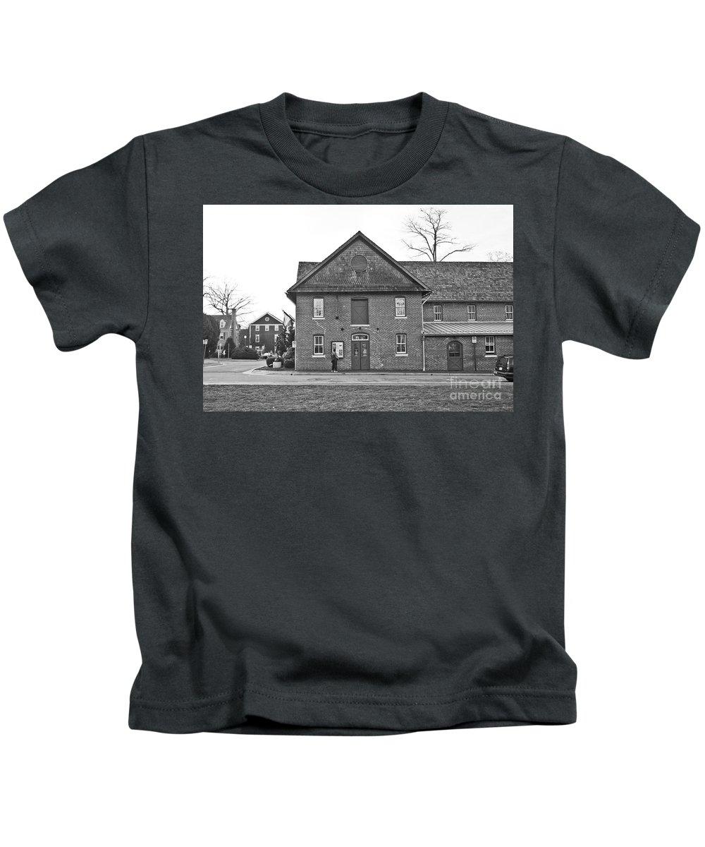 Kentlands Kids T-Shirt featuring the photograph Kentlands Arts Barn by Thomas Marchessault