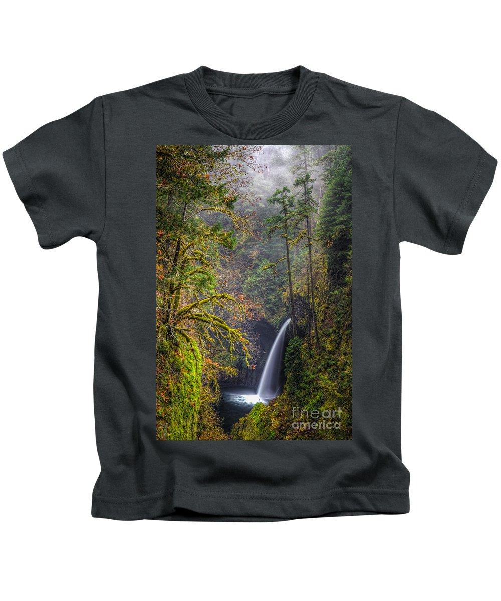 Columbia River Gorge Kids T-Shirt featuring the photograph Metlako Falls Oregon by Matt Hoffmann