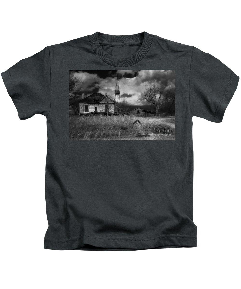 Farms Kids T-Shirt featuring the photograph Old Georgia Farm by Richard Rizzo