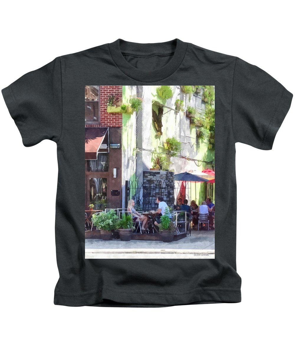 Cafe Kids T-Shirt featuring the photograph Outdoor Cafe Philadelphia Pa by Susan Savad