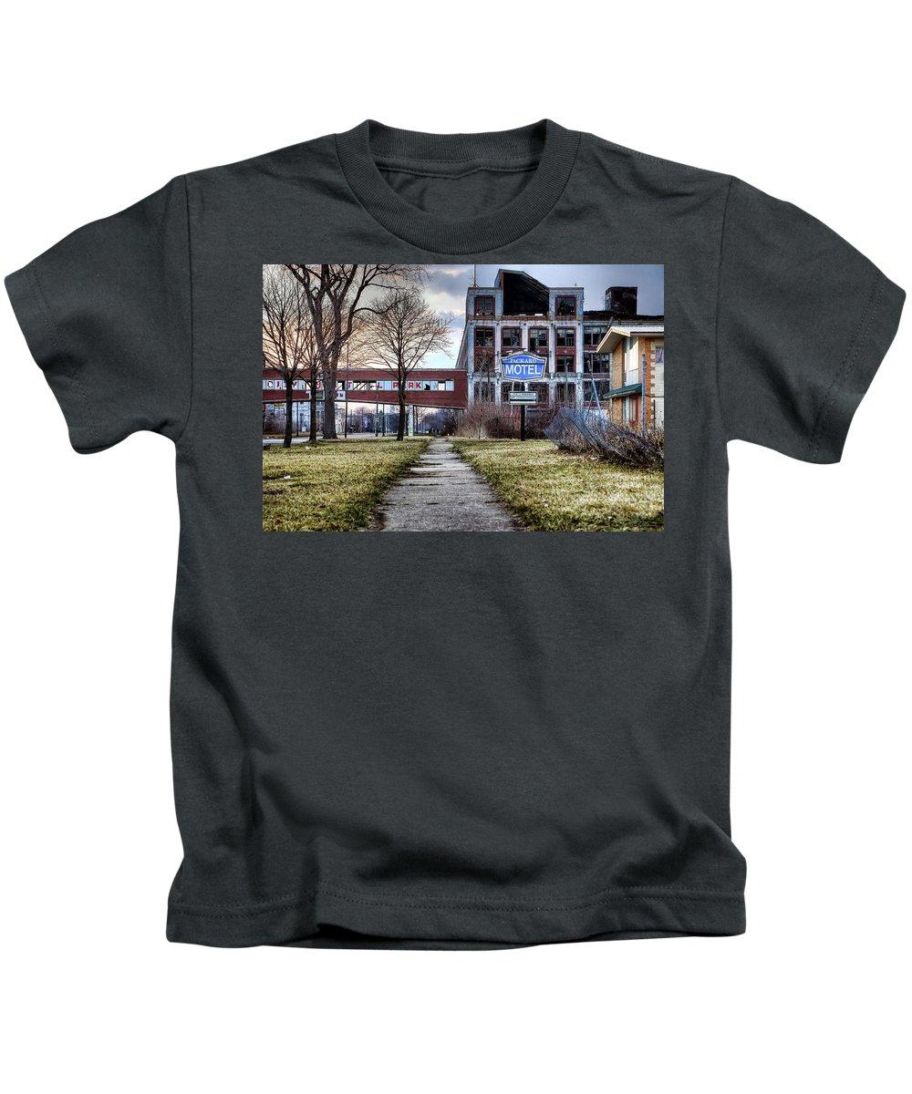 Packard Kids T-Shirt featuring the photograph Packard Motel by Gordon Dean II