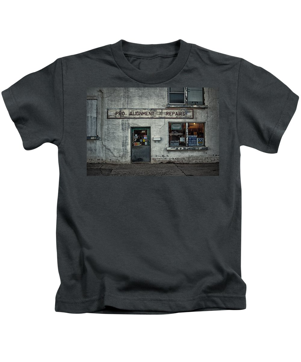Architecture Kids T-Shirt featuring the photograph Pro Alignment And Repairs by Jakub Sisak