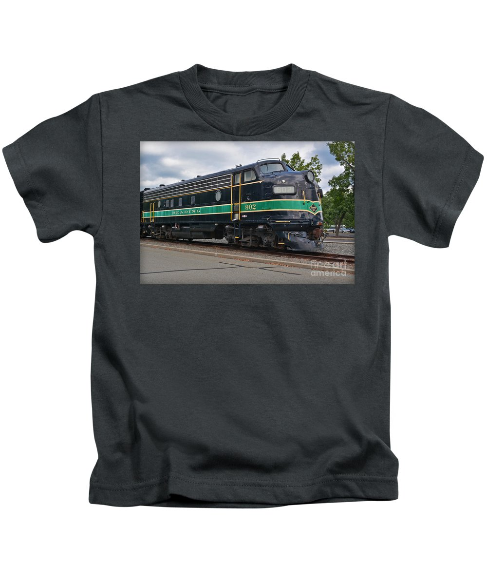 Train Kids T-Shirt featuring the photograph Reading 902 by Gary Keesler