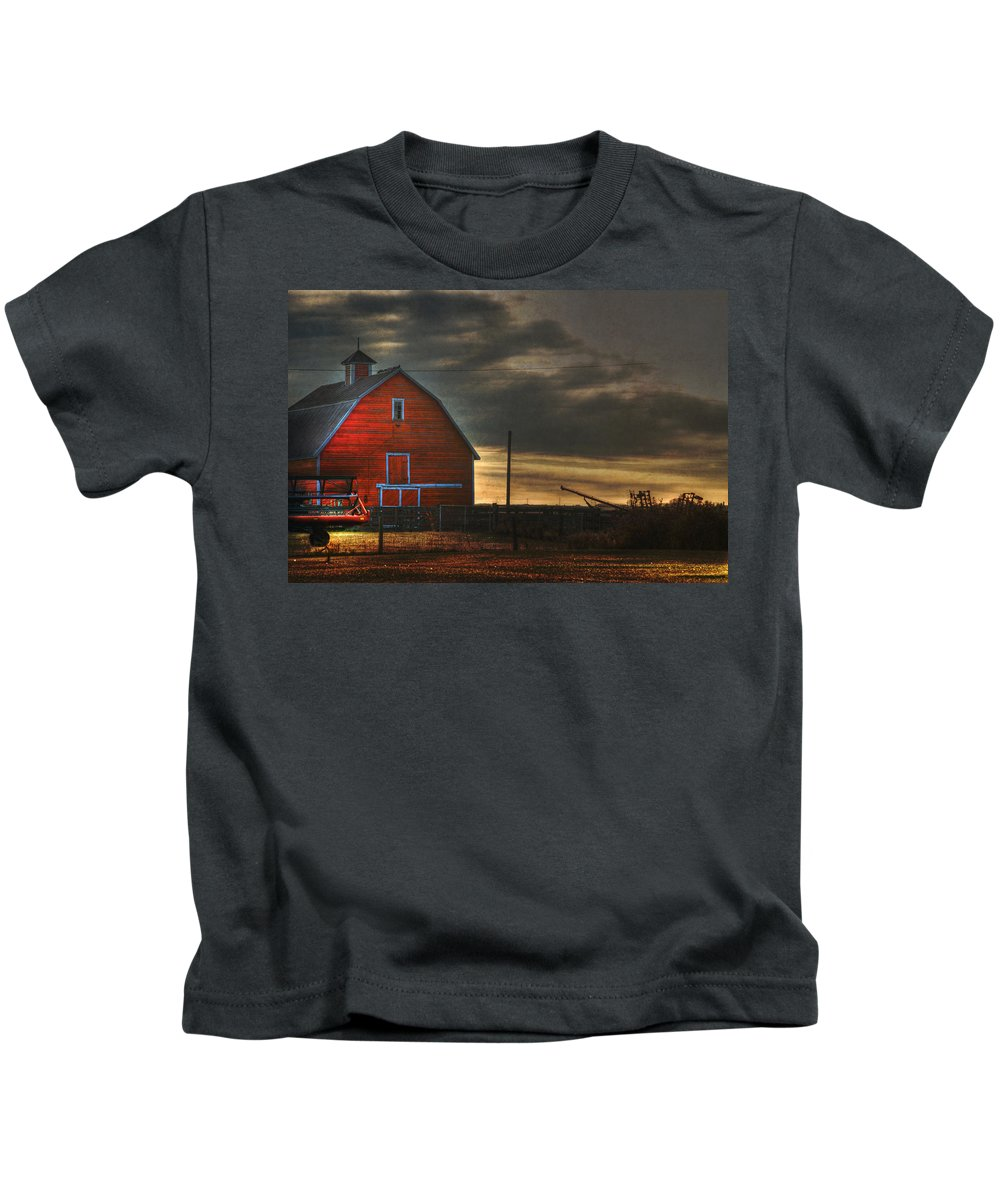 Red Barn Kids T-Shirt featuring the photograph Red Barn At Dawn by Lisa Knechtel