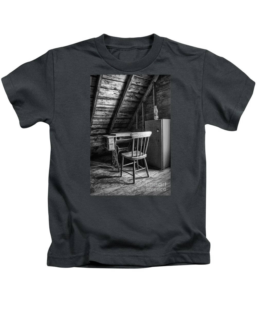 Sewing Machine Kids T-Shirt featuring the photograph Singer In The Attic by Nikolyn McDonald