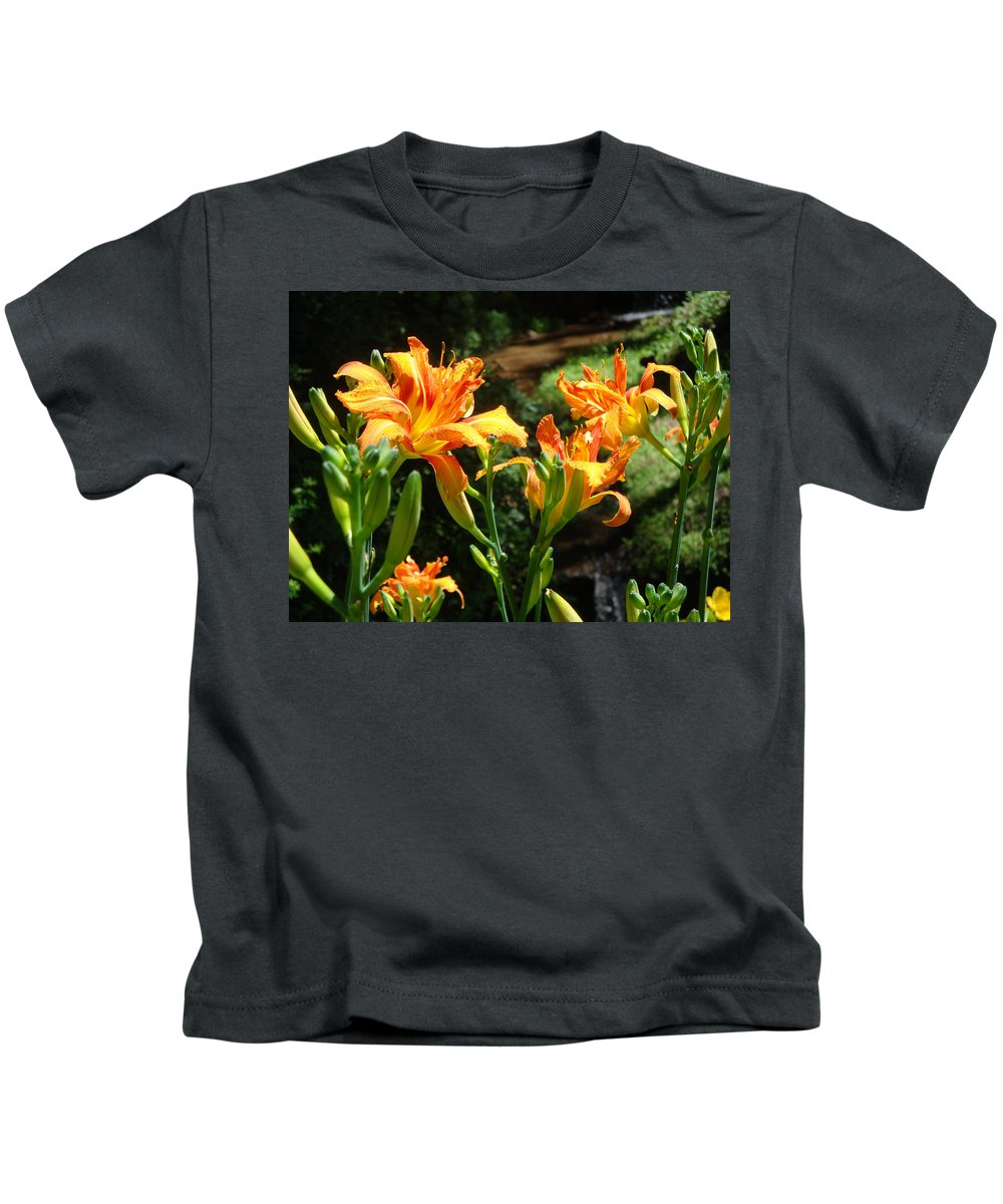 Daylily Kids T-Shirt featuring the photograph Sunshine by Jean Blackmer