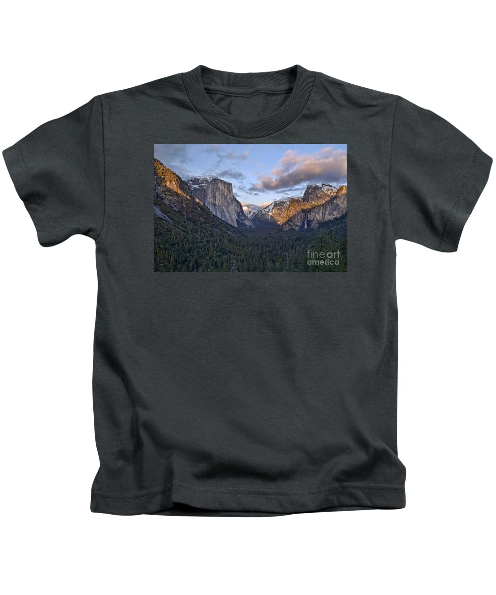 Landscape Kids T-Shirt featuring the photograph Tunnel View by Richard Verkuyl