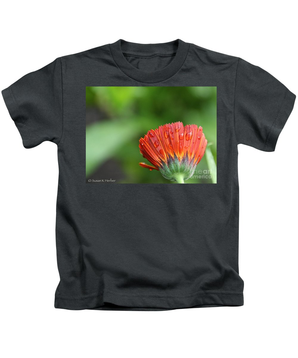 Flower Kids T-Shirt featuring the photograph Wetback by Susan Herber