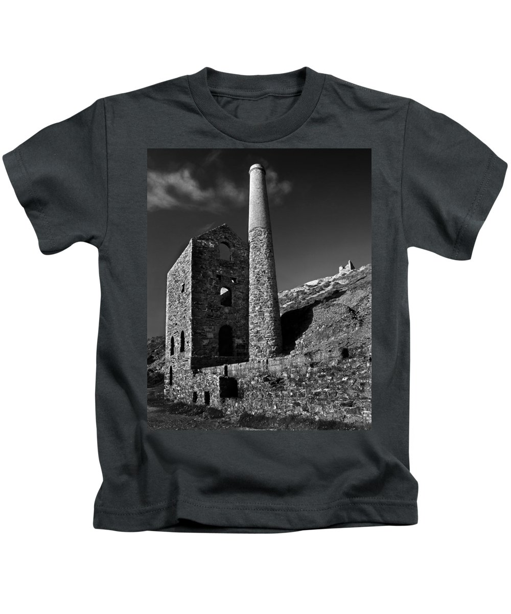 Wheal Coates Kids T-Shirt featuring the photograph Wheal Coates Engine House by Darren Galpin