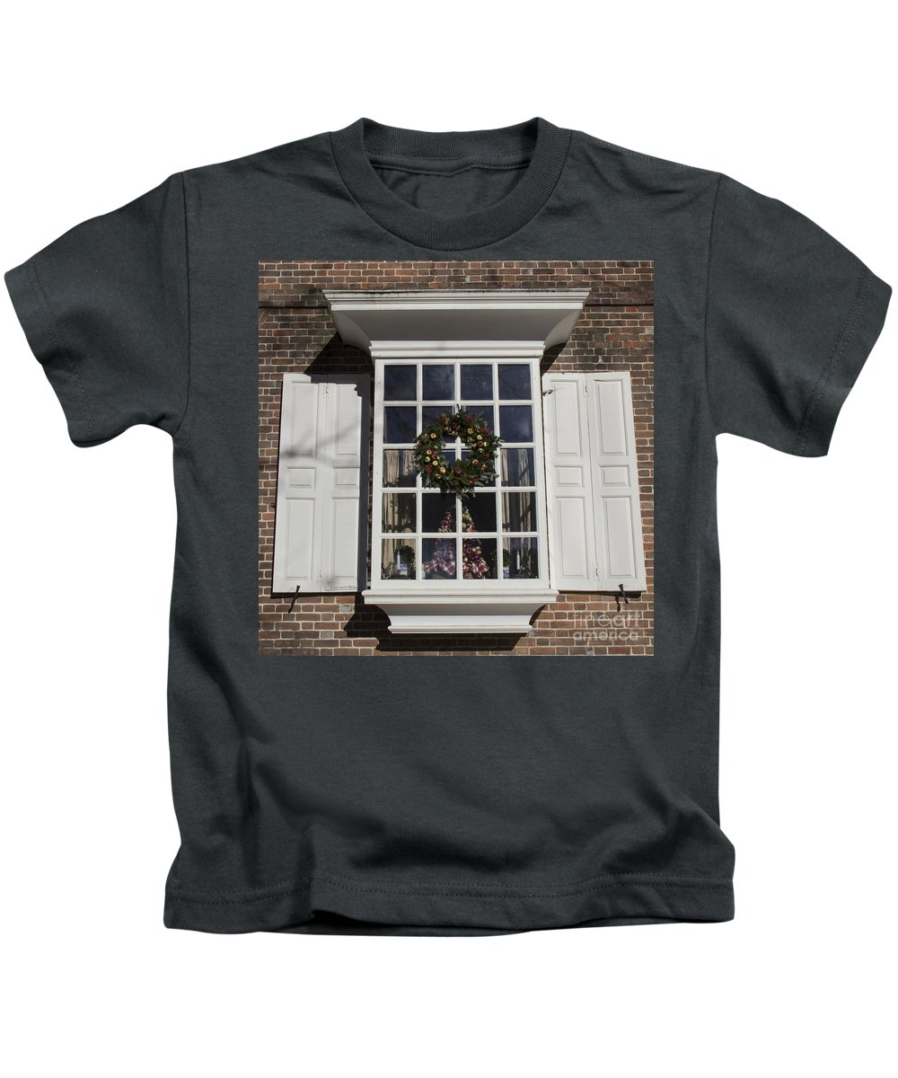 Colonial Williamsburg Kids T-Shirt featuring the photograph Window Decorations In Williamsburg by Teresa Mucha