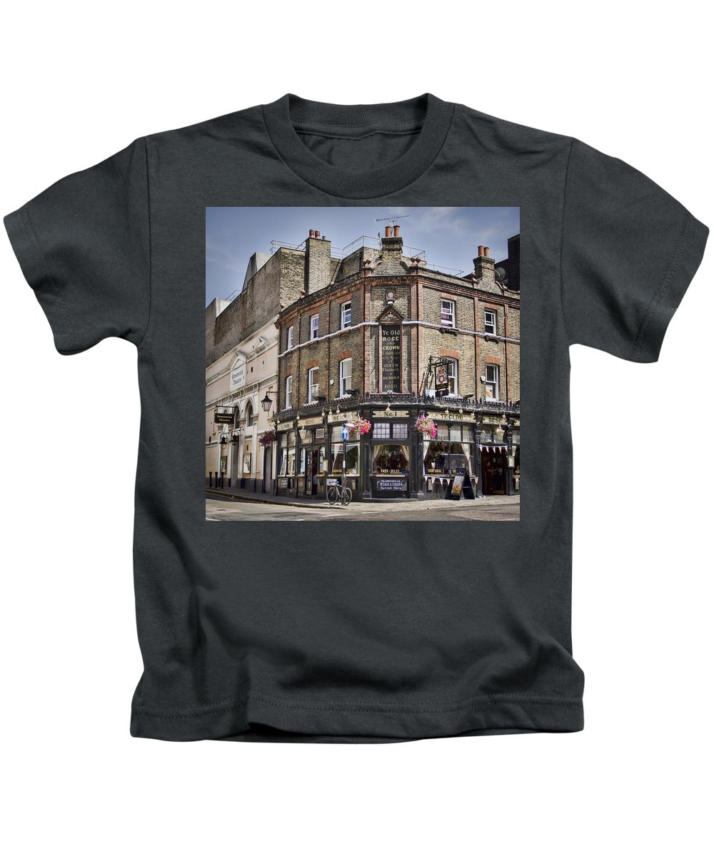 Pub Kids T-Shirt featuring the photograph Ye Old Rose And Crown by Heather Applegate