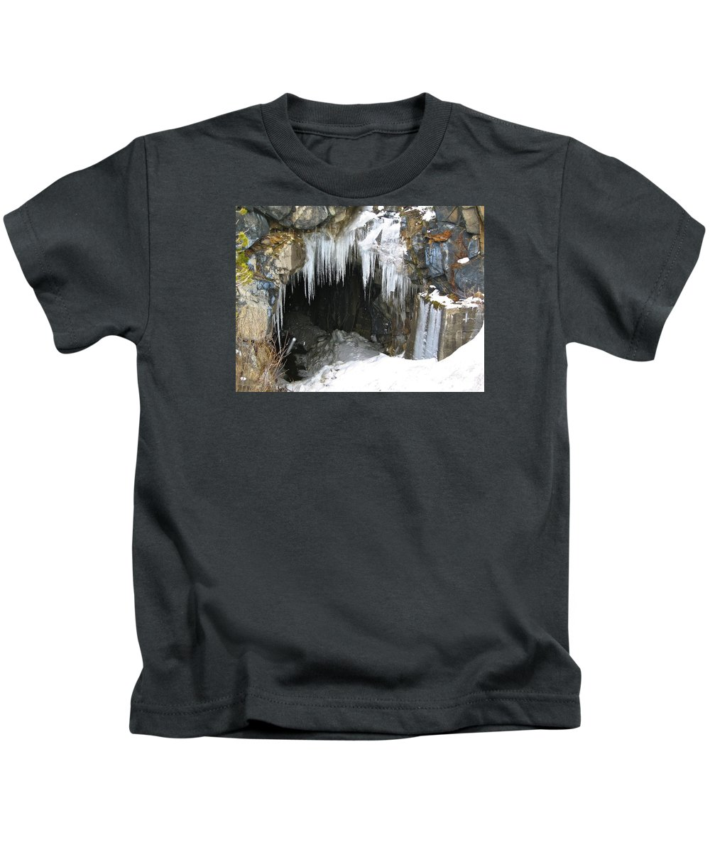 Mount Rose Kids T-Shirt featuring the photograph Icicle Falling by Phyllis Kaltenbach