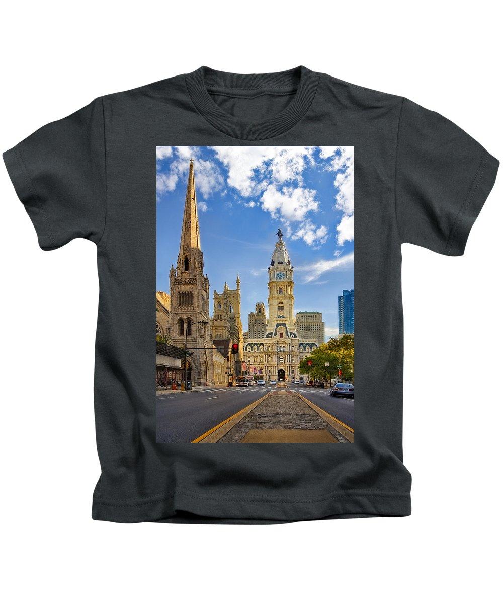 Philadelphia City Hall Kids T-Shirt featuring the photograph Philadelphia City Hall by Susan Candelario