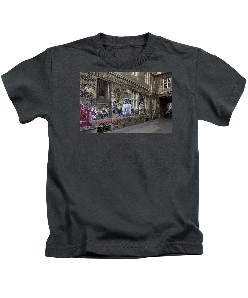Graffiti Kids T-Shirt featuring the photograph Berlin Graffiti - 1 by RicardMN Photography
