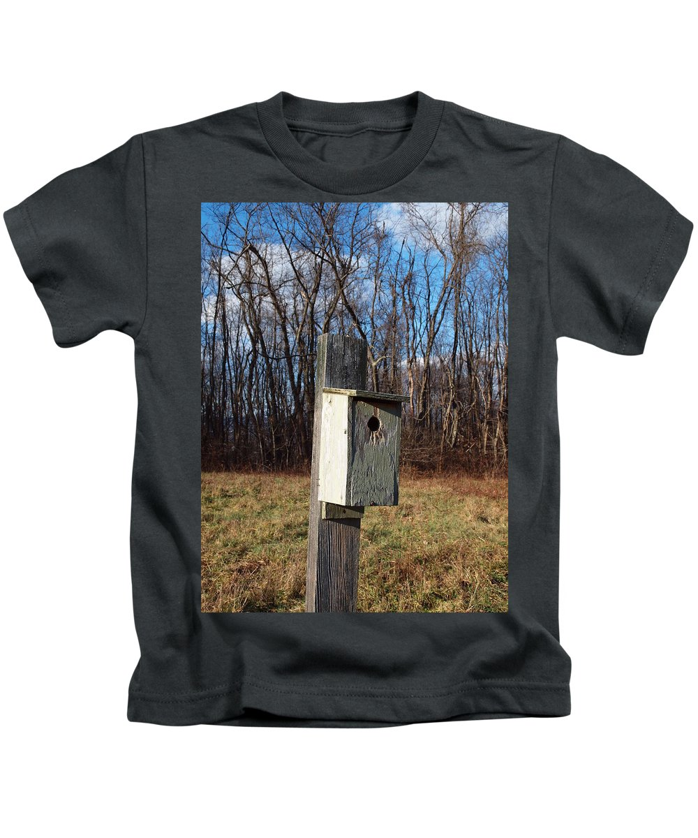 Birdhouse Kids T-Shirt featuring the photograph Birdhouse On A Pole by Robert Margetts