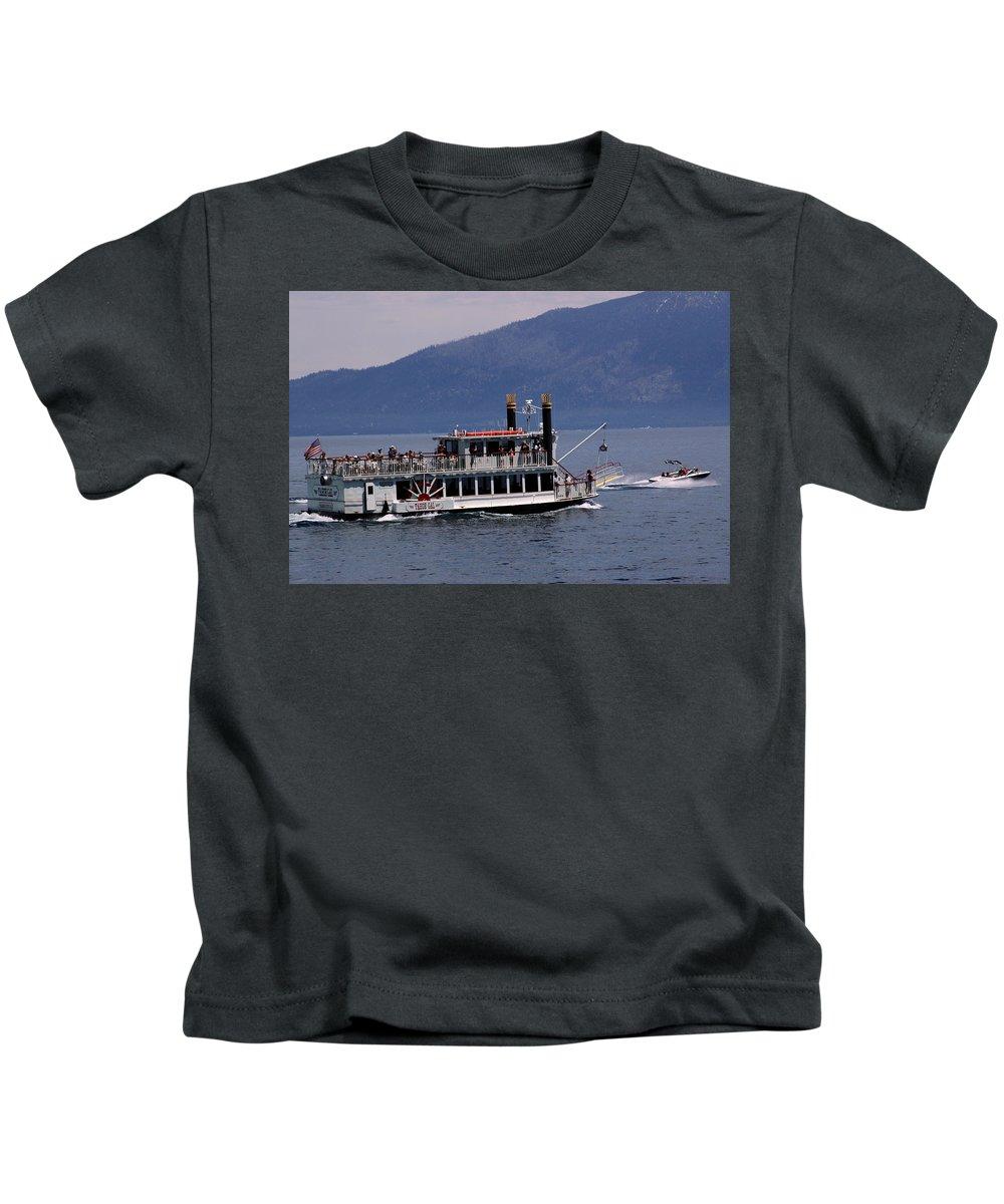 Usa Kids T-Shirt featuring the photograph Boat Race by LeeAnn McLaneGoetz McLaneGoetzStudioLLCcom