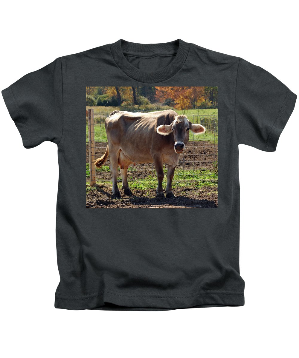 United_states Kids T-Shirt featuring the photograph Gasping Cow by LeeAnn McLaneGoetz McLaneGoetzStudioLLCcom