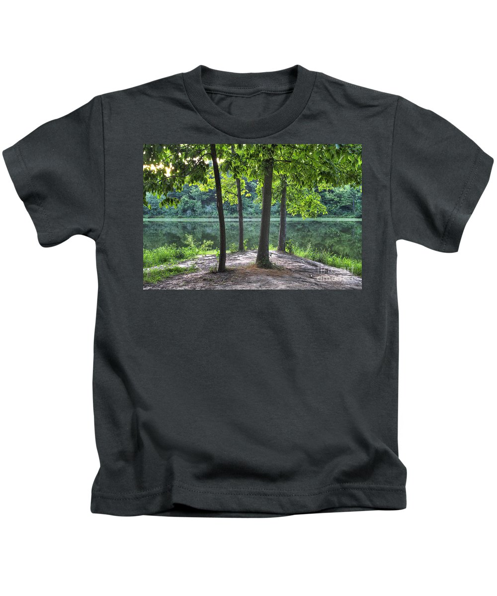 2012 Kids T-Shirt featuring the photograph Getting To The Point by Larry Braun
