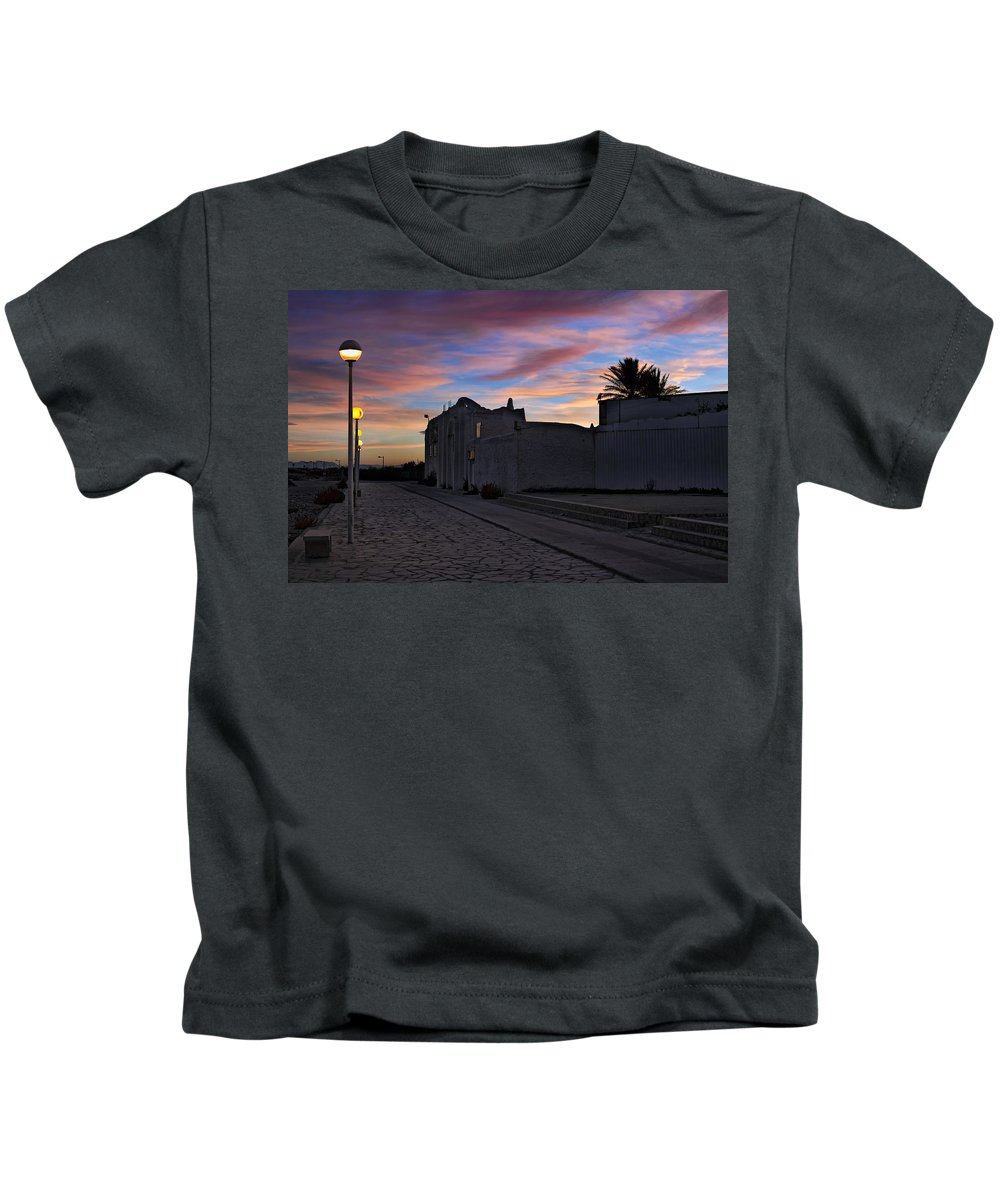 Landscape At Sunset Kids T-Shirt featuring the photograph Here Goes The Sun Across The Atlantic by Juan Carlos Ferro Duque