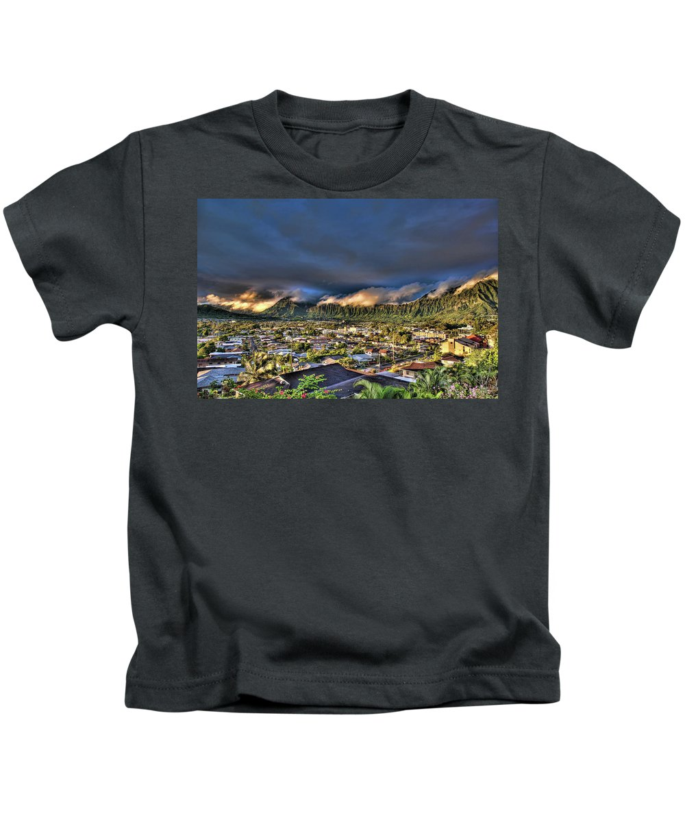 Hawaii Kids T-Shirt featuring the photograph Koolau Mountains With Lighttrack App by Dan McManus