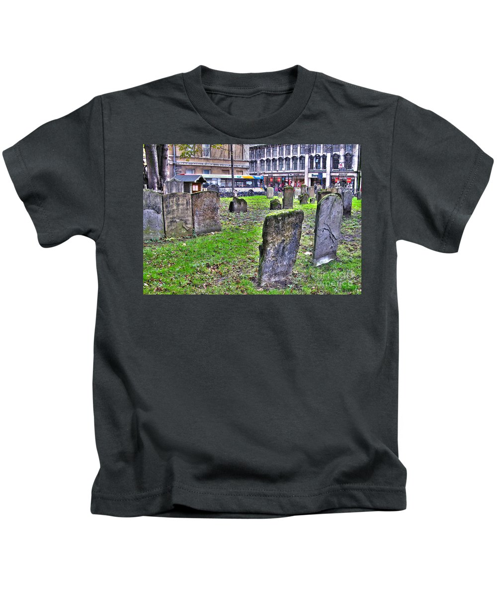 Oxford Kids T-Shirt featuring the photograph Oxford England Graveyard by Jack Schultz