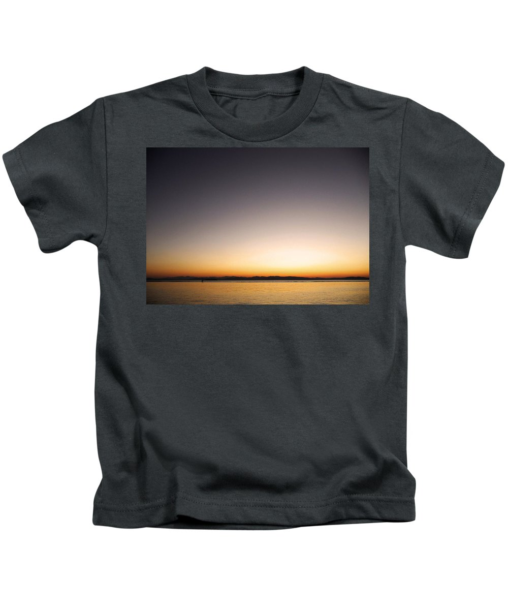 North America Kids T-Shirt featuring the photograph Sunset Over Lake Champlain - Vermont by Juergen Weiss