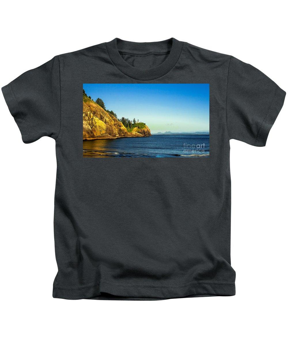 Lighthouse Kids T-Shirt featuring the photograph Waikiki Beach by Robert Bales