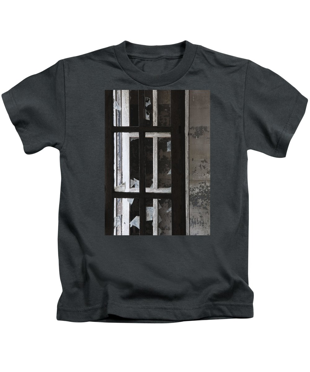 Ft Kids T-Shirt featuring the photograph Fort Totten 6757 by Bob Neiman
