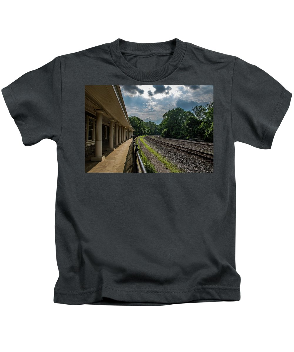 Hamerican Kids T-Shirt featuring the photograph Valley Forge Train Station by Howard Roberts