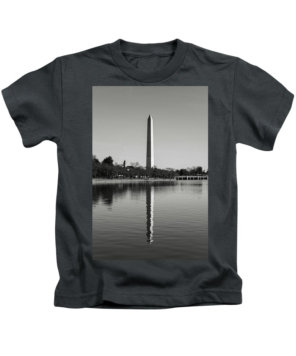 Green Kids T-Shirt featuring the photograph Washington Memorial by Brandon Bourdages