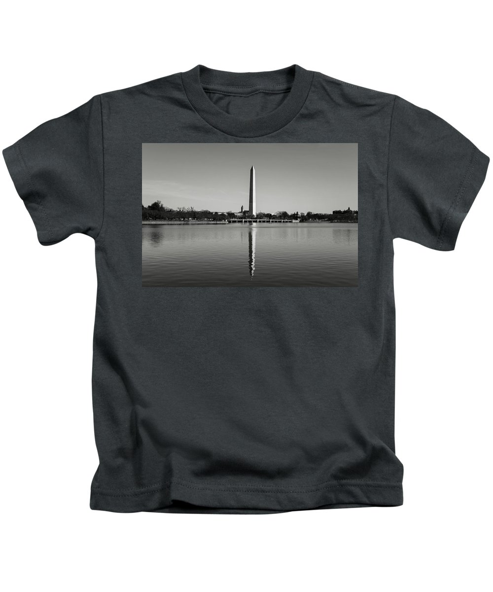 Green Kids T-Shirt featuring the photograph Washington Memorial In Washington Dc by Brandon Bourdages