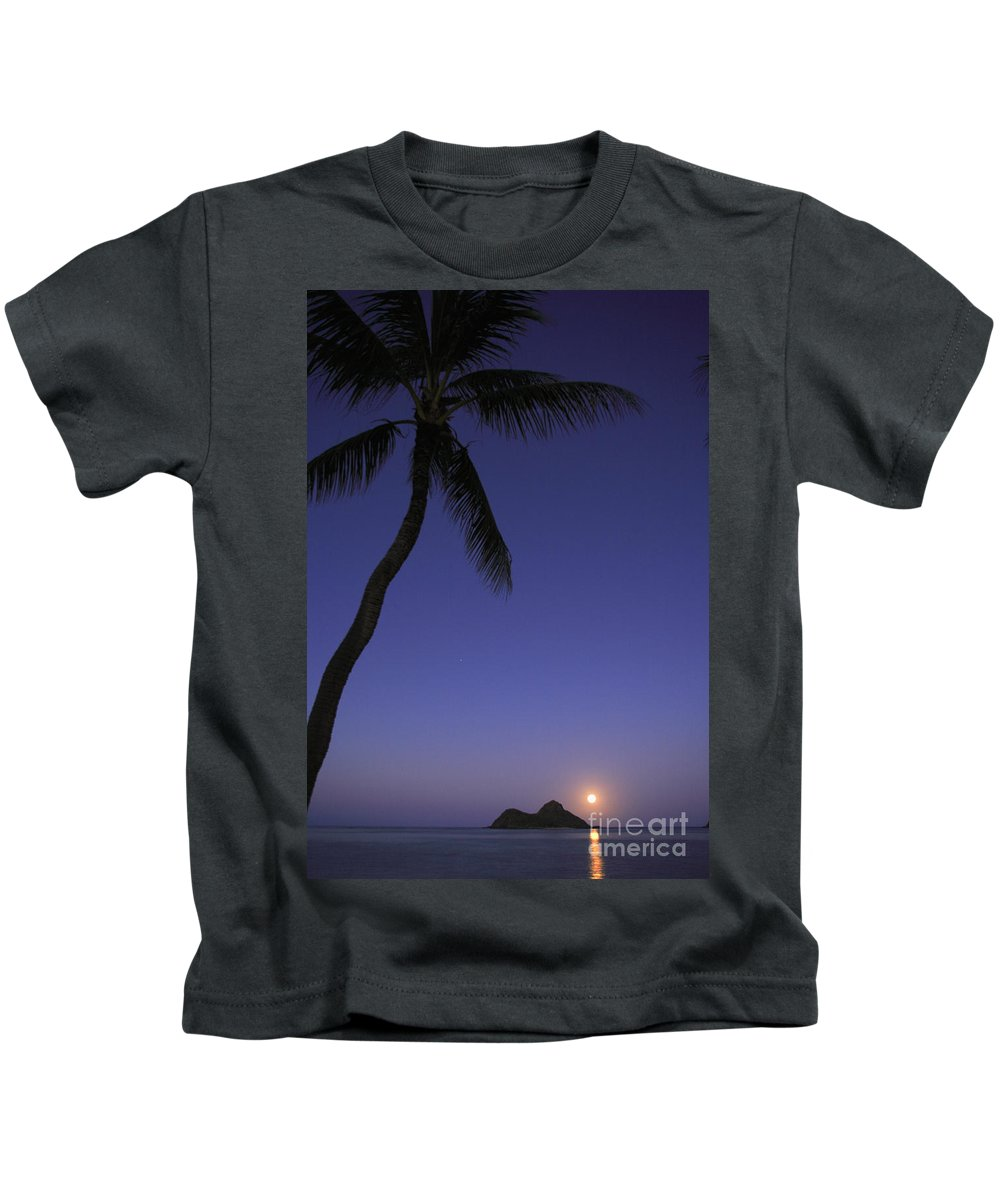Beach Kids T-Shirt featuring the photograph Oahu, Lanikai Beach by Tomas del Amo - Printscapes
