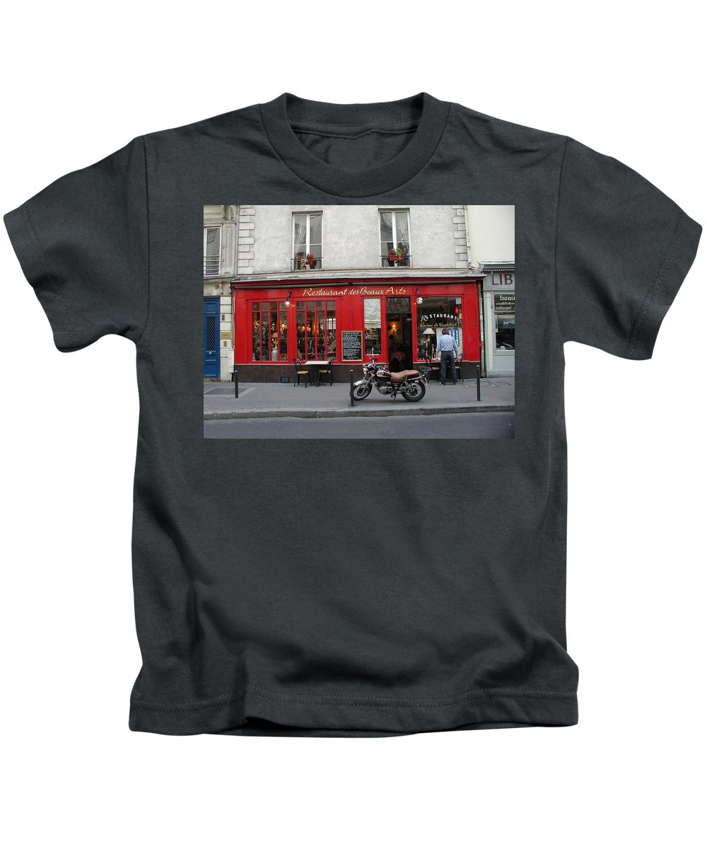 Red Kids T-Shirt featuring the photograph A Stop Along The Journey by Tom Reynen